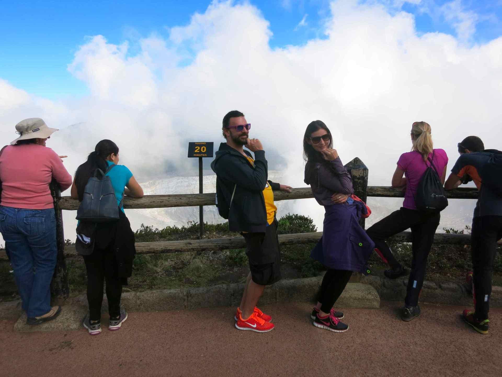 Posen am Volcano Poas Hauptkrater