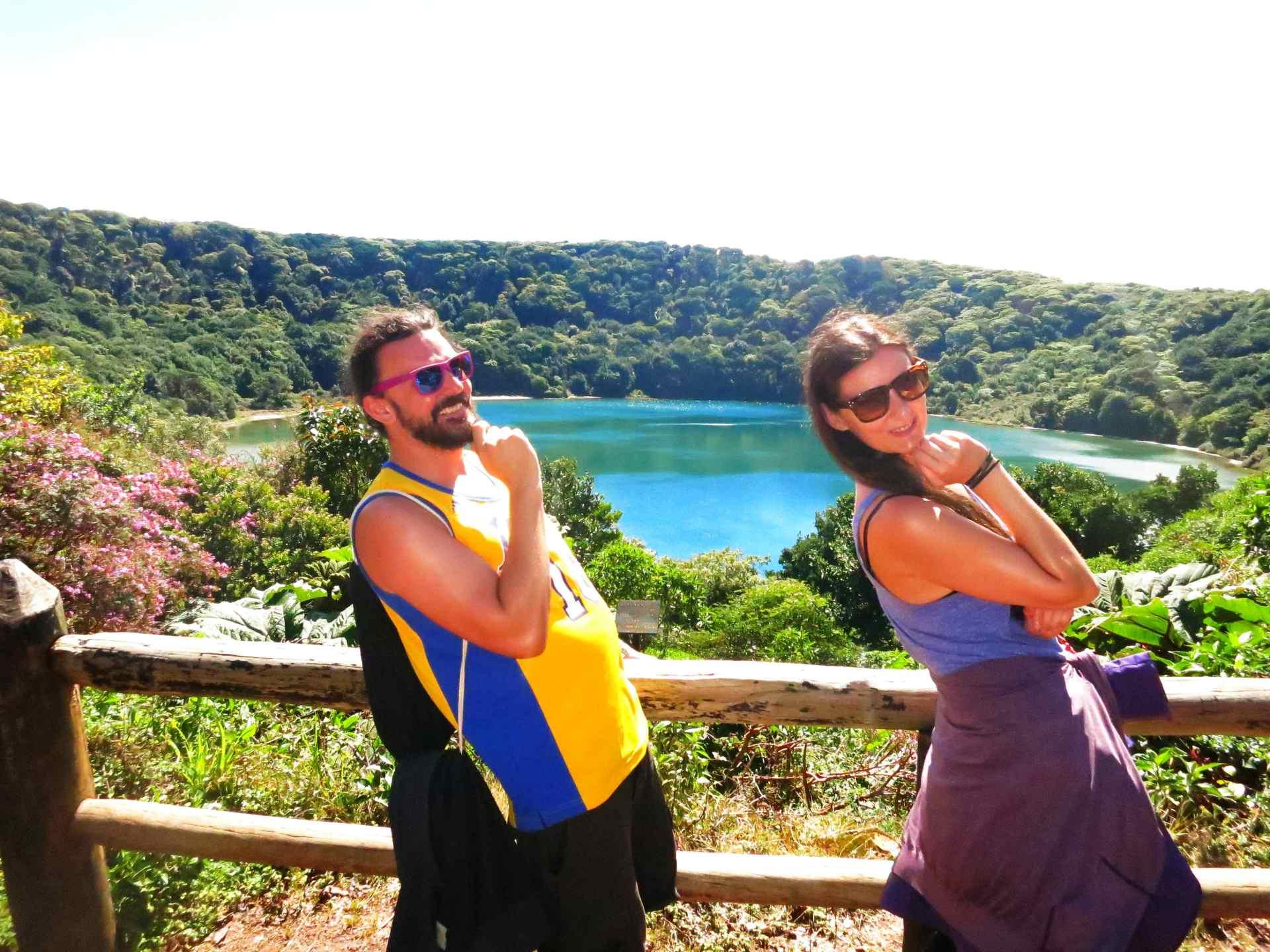 Posen an der Lagune Botos Volcano Poas